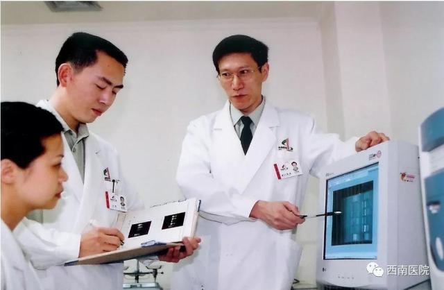 肿瘤病理学家:卞修武